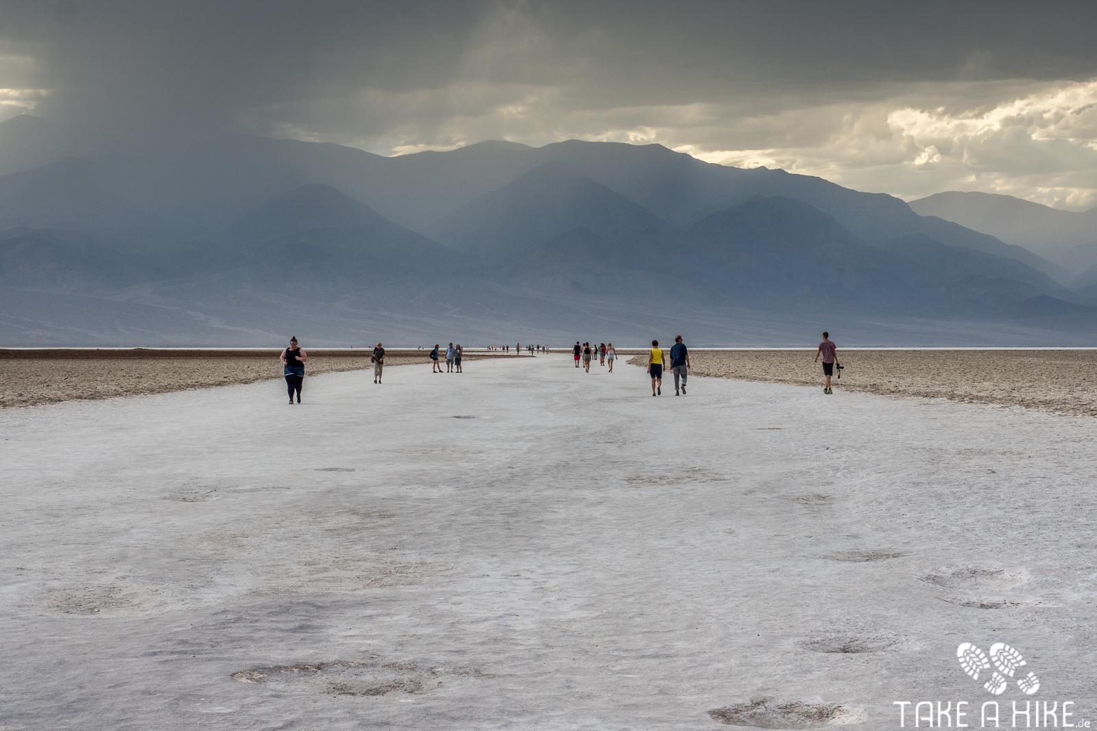 Badwater Basin - Unwetter im Anmarsch