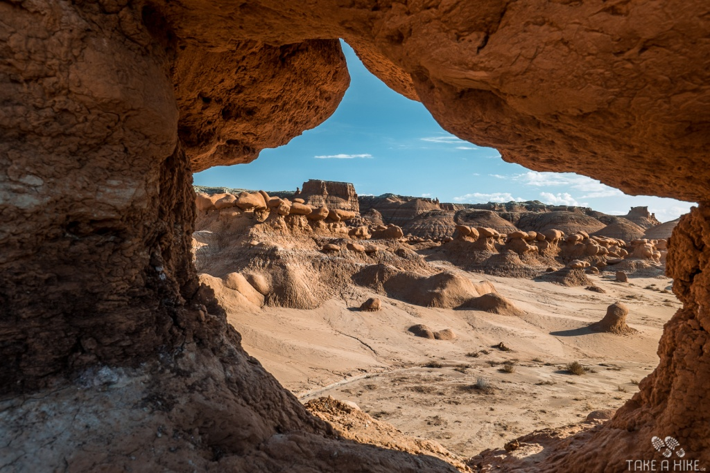 Goblin Valley - Ein Blick durch einen Mini-Arch