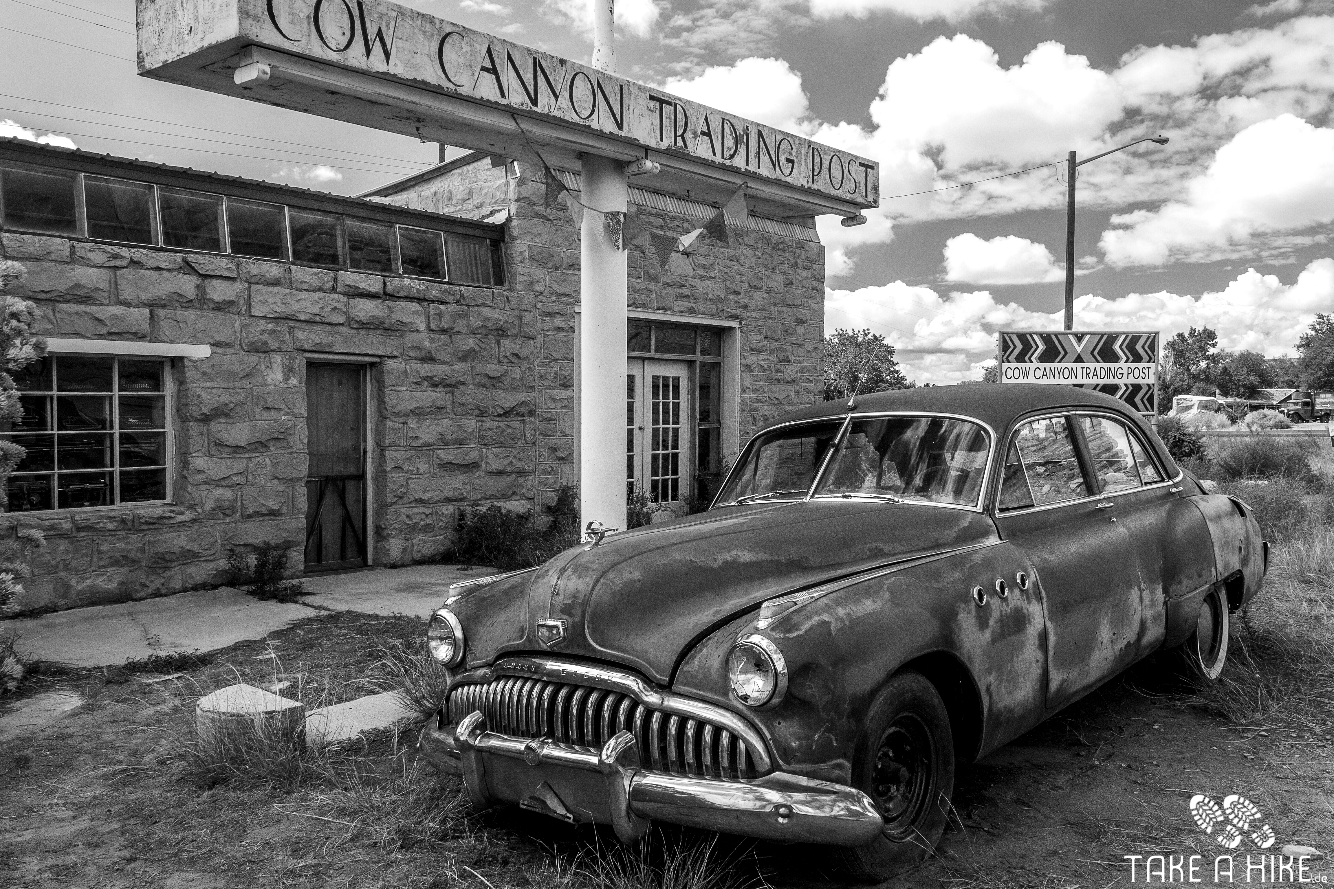 Black&White - Old Car and Trading Post, Bluff, Utah